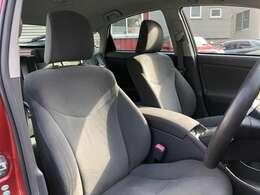 運転席・助手席です。多少の経年劣化などはありますが、綺麗です。たばこ穴などは御座いません。お問い合わせは011-299-5556又はsstyle88@gmail.comまで
