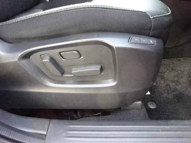 運転席&助手席シートにパワーシートを装備しています。運転席は2名様までベストポジションをメモリーする事も出来ます。寒い冬に嬉しいアイテムのシートヒーターも完備しております。