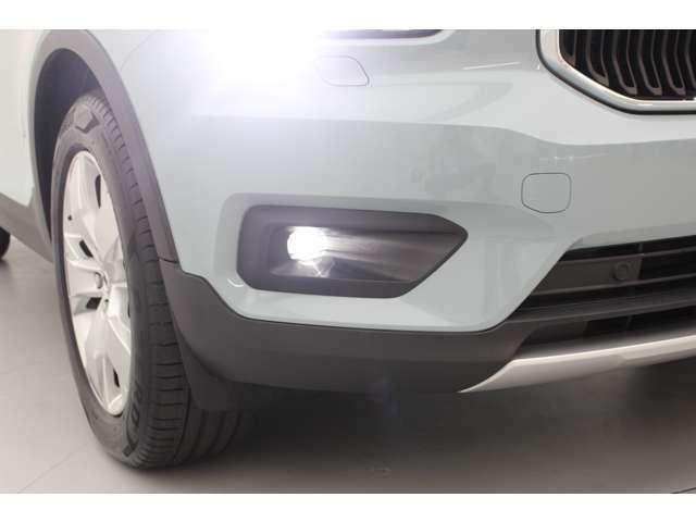 LEDのライトは、遠くまで明るく照らし安全運転に寄与します。