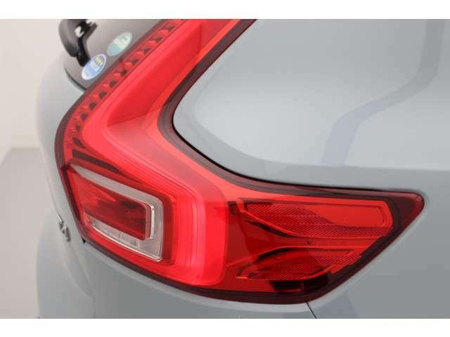 ボルボ車すべてに共通するアイデンティティのテールランプは、遠くからもボルボ車であることが判ります。さりげなくVOLVOのロゴがありますので探してみてください。