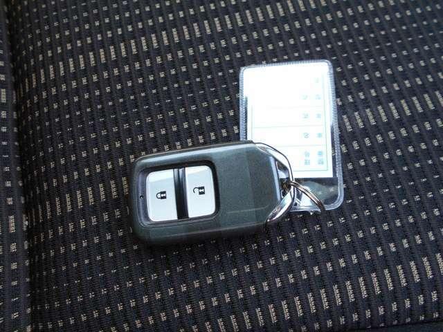 スマートキーはバックに入れたままでドアを開けたり、エンジンをかけたりできて、一度使うと手放せなくなるほど便利です。