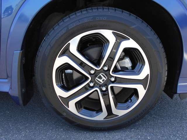 タイヤは4本新品に交換して納車します。費用は車両本体価格に入っています。