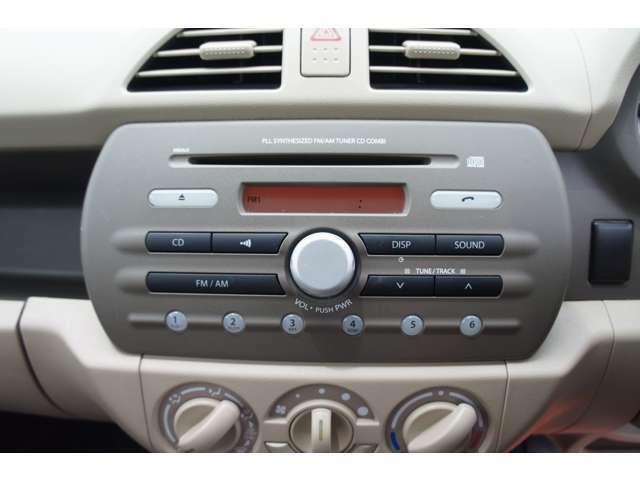 オーディオは現在、 純正のCD+FM/AMラジオ搭載しております♪