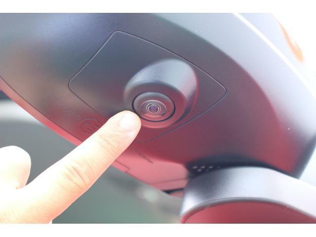 右サイドカメラ☆車両の前後左右に搭載した4つのカメラにより、車を上から見下ろしたような映像を映し出すパノラマモニター対応カメラが付いています♪