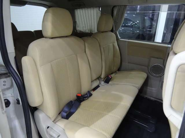 お車の状態は鑑定にも記載されておりますが、内外装ともに綺麗な状態を保っておりますので、自信を持ってオススメ出来る一台となっております。