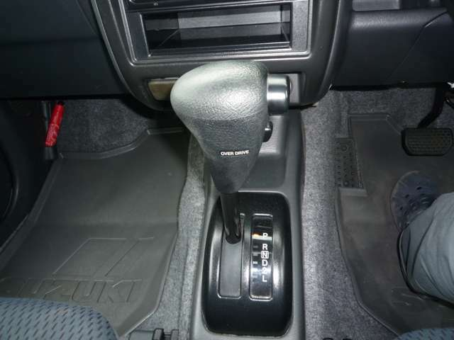 販売だけでなく、車検・修理・鈑金等車に関することは何でもお任せください!