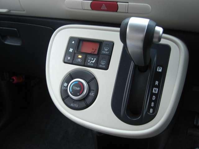オートエアコン!自動で温度調整してくれるので快適に運転できます♪