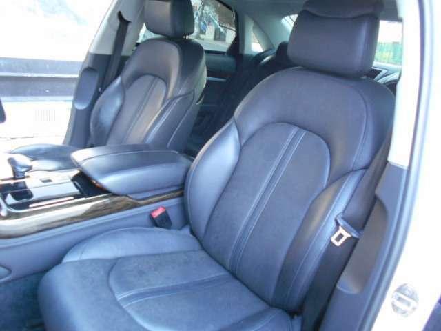 ☆助席側は黒の本革シートで同じく座席が暖かくなるシートヒーター・ひんやりと涼しくなるエアーシート採用ですのでゆったり快適にお車の中でお過ごしいただけます☆