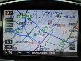 純正メモリーナビゲーション:地図検索はもちろん、地上デジタル放送視聴はもちろん、ラジオを聴いたりすることもできます。