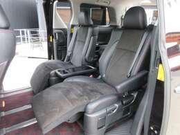 大人気の7人乗りセパレートモデル♪2列目シートは高級感のあるオットマン付きシートでとても快適なドライブをサポートしてくれます♪