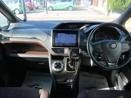 高級感溢れるインテリアは乗る人全てに心地の良いドライブを体感させてくれます。