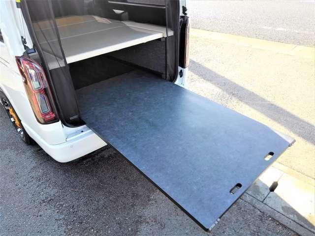 工房リンクスのオプションスライドトレー(耐水タイプ)付きで奥にある荷物も簡単に取り出せますね♪