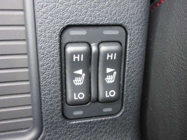 運転席&助手席側シートヒター機能付き♪ 寒い日も快適です♪
