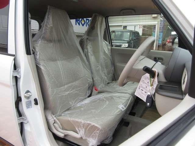 ドライバーそれぞれのドライブポジションが作れるシートリフターも装備されています!