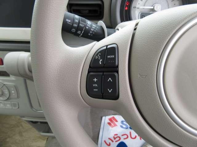 オーディオ操作が手元のスイッチで行えるステリングスイッチも装備されております♪