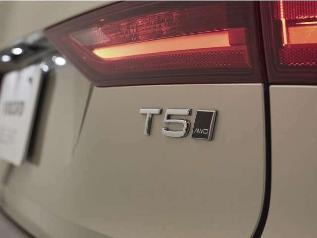 187kW(254ps)/350Nm(35.7kgm)を発生させる直噴ガソリンターボエンジンは、高速道路でも市街地でも、あなたの意思に即座に応えるレスポンスを備えています。