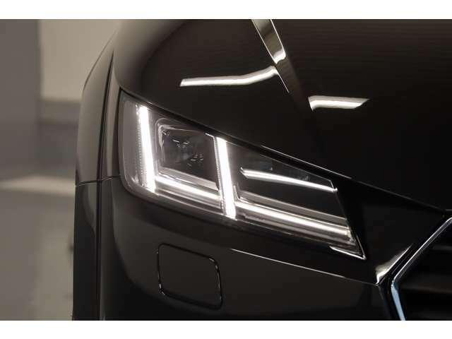 24時間耐久レースから生まれたマトリクスLEDヘッドライトは、前走車や対向車を検知するとその部分のハイビームを消灯し周囲に迷惑をかけることなく常時ハイビームを利用することが可能です。