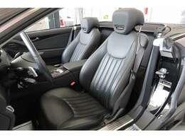ブラックレザーシートです。座り心地良好です。シートヒーターが装備されています。