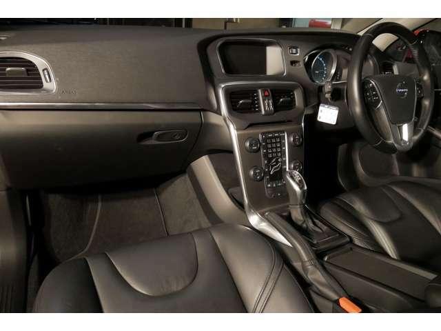 2013年式 ボルボ V40 T4 SE パッションレッド ブラックレザー レーダーブレーキサポートや追従型クルーズコントロール付き 入庫しました!