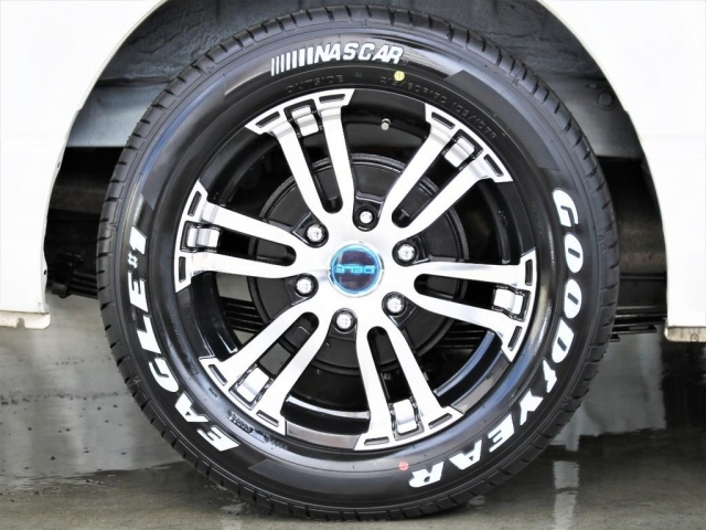 新品フレックスDelf02アルミホイール&17インチナスカータイヤセットを装備!