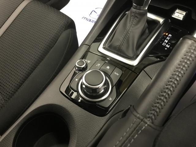こちらのコマンダースイッチを利用して、お手元でナビの操作が可能です!ダイヤルを回すだけで縮尺の変更も可能で、スイッチの数も少ないため直視しなくても感覚的に操作が可能です!これは便利!
