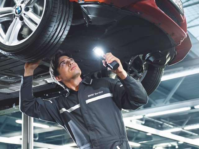 BMW認定中古車は最大100項目にも亘るポイントを徹底的にチェック。安心してお乗り頂くためにエンジン、ミッション、サスペンション、マフラーやエアコン、コンピュータなど多岐にわたり詳細に点検します。