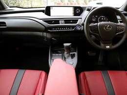 内装はFスポーツ専用フレアレッドシートです。前席パワーシート・シートヒーター・ステアリングヒーター付きです。