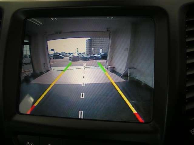 コーナーセンサー付バックカメラもございます!安心して後退して頂けます。駐車時等に非常に便利な機能です。