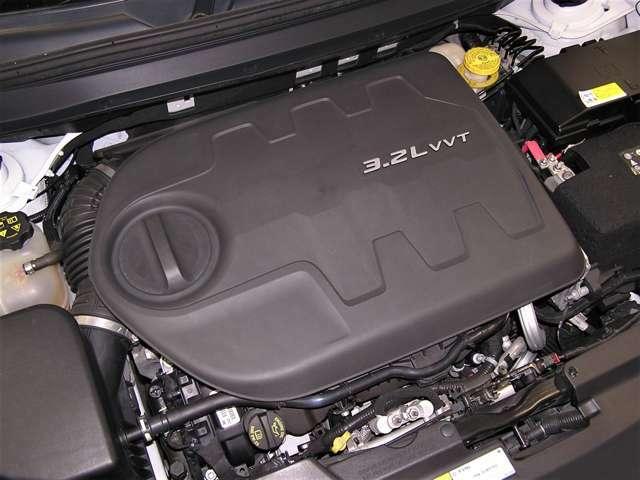 綺麗なエンジンルームです。エンジンは高回転までしっかり吹け上がり、アイドリングも一定となっております。非常に良好です。走行管理システムもチェック済となっております!エンジンはV6・3,230です