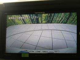 【バックモニター】ギアをバックに入れていただければモニターに映されるので、不安な後ろの安全確認も可能です☆駐車が苦手な方にもオススメな便利機能です♪