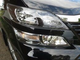ディスチャージ(HID)ヘッドライトです。消費電力が少なくしかも明るく白いらいとです。夜間の運転も快適安全をお約束いたします。(^-^)発電機に負担が少なく燃費の向上にも一役しています。