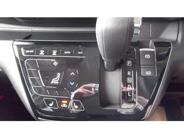 「オートエアコン」車内の温度を感知して、自動で温度調整をしてくれます!