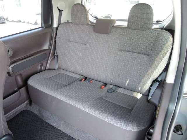 足元広々な後部座席!!大人が座っても快適です。