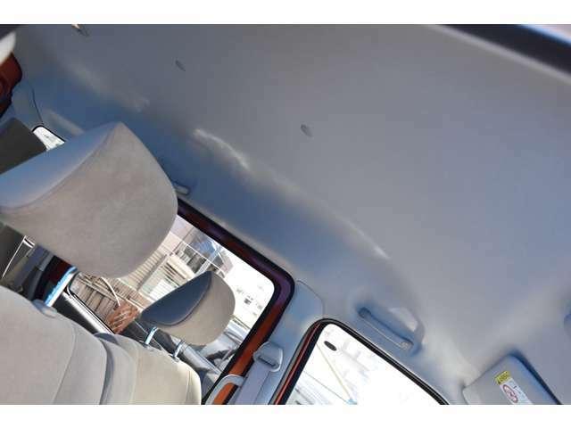 天井も状態良好ですよ!オートリアルでは車輛販売からメンテナンス・車検まで一貫して専門スタッフが対応いたします!!お客様に安心してカーライフを過ごして頂けます様にしっかりサポートさせて頂きますよ!!