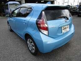 アクアの左リヤビュー UV&プライバシーガラスで、車内の紫外線&プライバシーをシャットアウト
