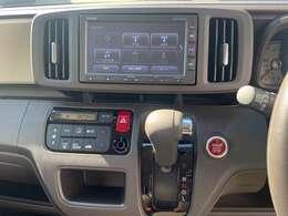 メモリーナビ付き!ドライブには必需品ですね!オートエアコンで車内を快適な温度へ!
