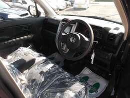 すっきりシンプルな運転席です。