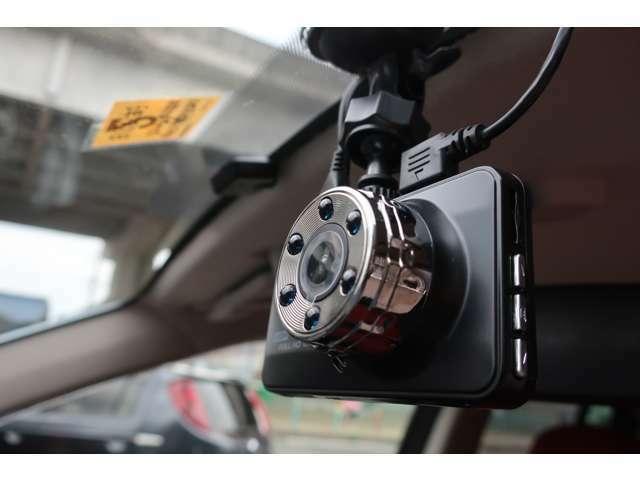 やっぱりもしもの時のためにはドライブレコーダーですよね~!事故の時には力を発揮してくれます!!!