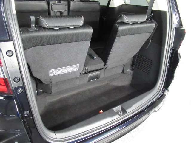 ★とても広い荷室★ レバーを引くだけの簡単操作で、シートを収納できます!とても広い荷室になります!