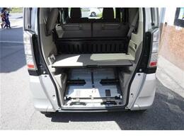 スロープ板を寝かせてボードを入れると荷物が積みやすくなります。
