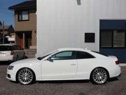内外装ともにきれいなS5 V8モデル入庫です。高額パーツでカスタム多数!