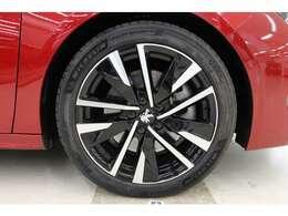タイヤサイズは全て235/45R18となっておりますので、ローテーションも可能です。