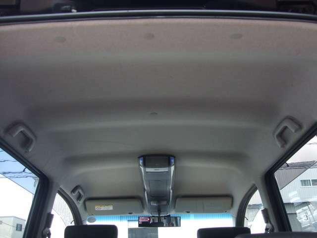 天張り状態です!こちらもハンドル同様中古車で汚れが多い箇所ですが、綺麗ですね!