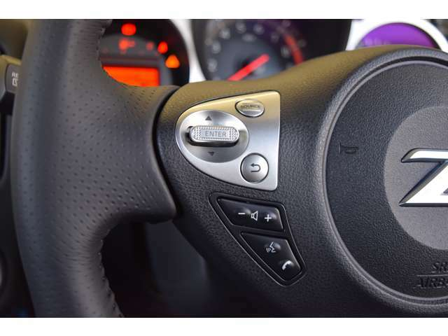 ステアリングスイッチでオーディオ操作可能です!ドライビングにも集中できる装備です!