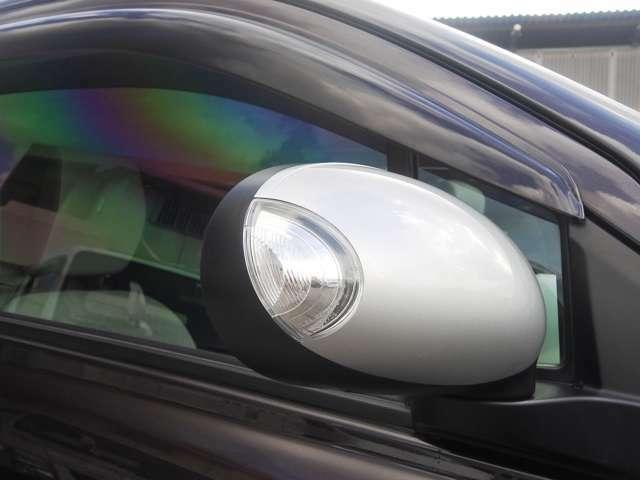 メーカーオプションのウィンカードアミラー付! 電動格納ミラー ドアバイザー付いてます! 雨の日でも室内の換気が簡単にできて便利ですね♪