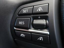 ●アダプティブクルーズコントロール『前の車との車間距離を一定にとりつつ、一定速度で自動走行してくれる次世代のクルーズコントロール!主に高速道路や自動車専用道路で使用する便利な機能です!』