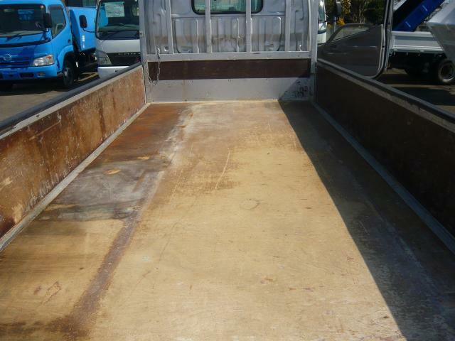 荷台内寸3103×1614×374床板張り