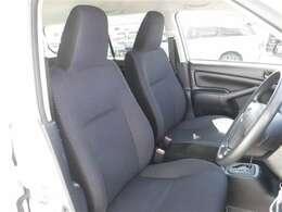 運転席に座った感覚は一番重要ですよね。是非、ご来店頂き実際に座って触って体感してください。