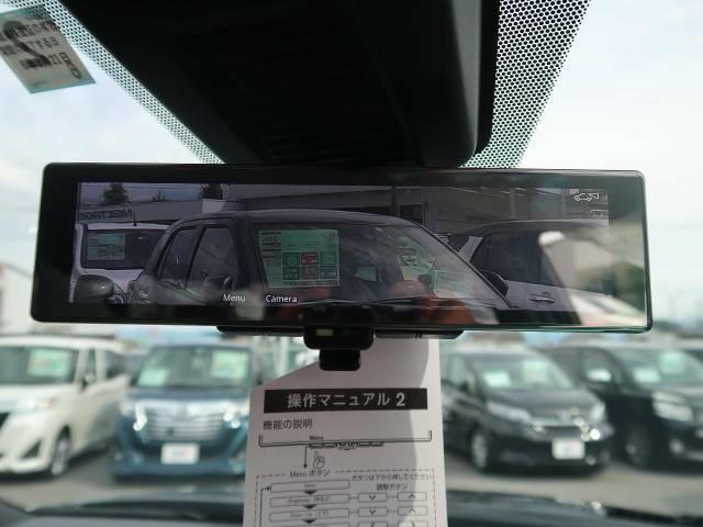 【インテリジェントルームミラー】後席の大きな荷物や同乗者で後方が確認しづらい時でも安心!カメラが撮影した車両後方の映像をルームミラー内に表示。クリアな視界で状況の確認が可能です!