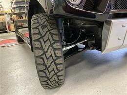 タイヤはTOYO OPEN COUNTRY R/Tを装着、オフロードとオンロードを両立したタイヤです。ゴツゴツしすぎずロードノイズを抑えました。